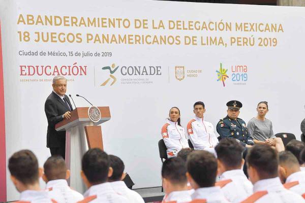 ATENTO. El Presidente no está ausente en temas de deporte en su sexenio. Foto: Pablo Esparza Solís.