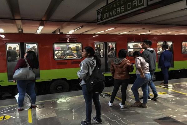 El Metro informó que en todas sus líneas hay alta concentración de usuarios. Foto: Archivo | Cuartoscuro