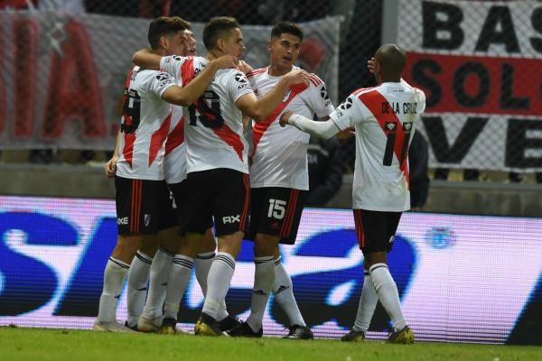 Penaltis le dan a River Plate el pase a los octavos de final