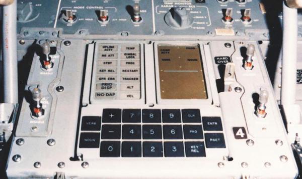 AVANCE. Ésta fue la primera computadora que proporcionó información de vuelo en tiempo real. Foto: NASA.