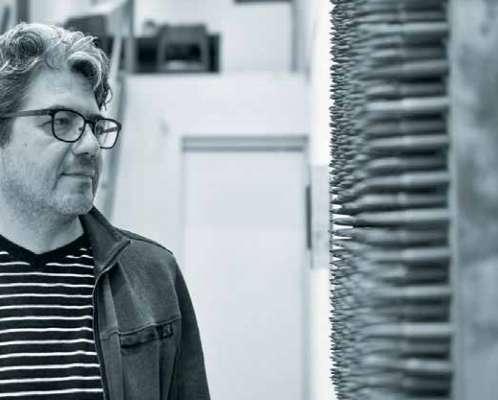PLÁSTICO. En su trabajo, el arquitecto invita a reflexionar sobre la migración y la violencia. Foto: Leslie Pérez.