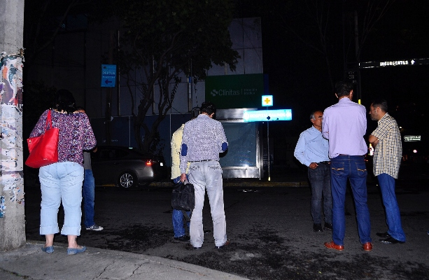 Usuarios en redes sociales compartieron videos de cómo se sintió el movimiento telúrico esta noche en la Ciudad de México. Foto: Notimex