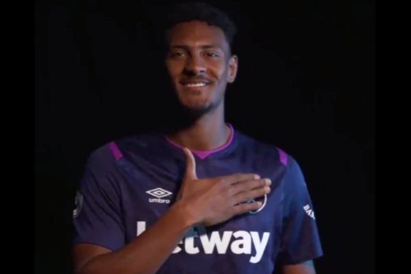 Sebastien Haller Chicharito West Ham United