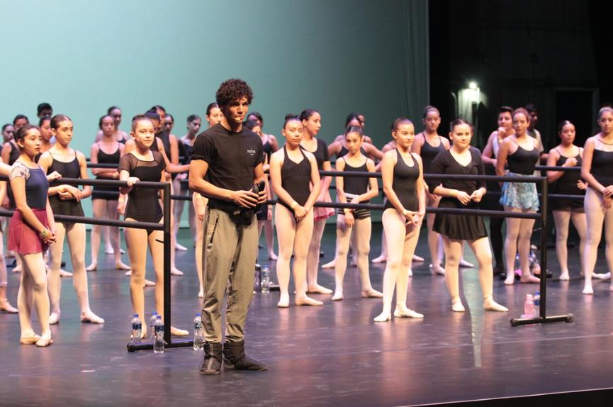 El auditorio de más de 400 personas –en el que estaban familiares, amigos y profesionales de la danza–  atestiguó los movimientos que Hernández. Foto: Cortesía