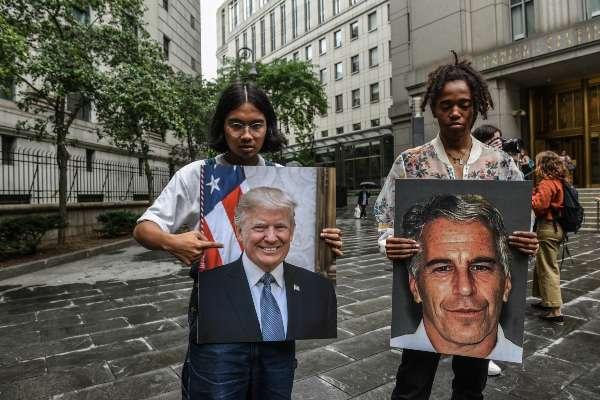 DESASTRE. Activistas del grupo Hot Mess han condenado los abusos del financiero. Foto: AFP