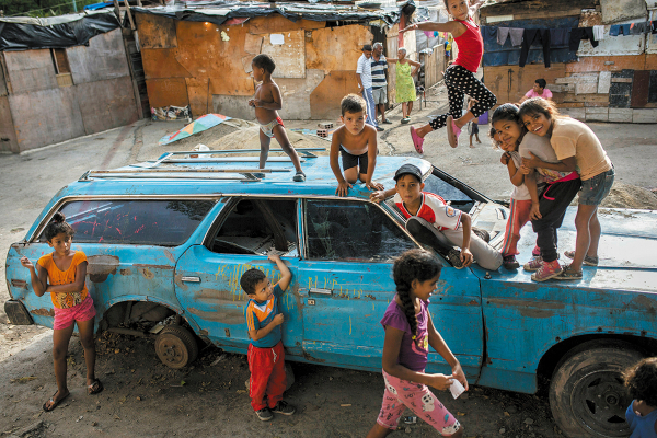 DELITO. Los niños son reclutados con el objetivo de ejercer la minería ilegal. Foto: AP