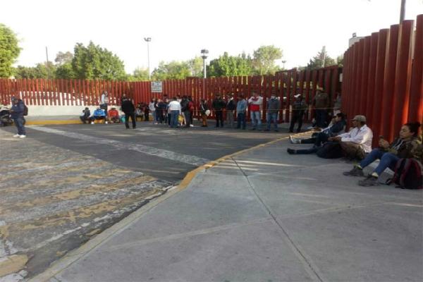 Manifestación afuera de San Lázaro. Foto: especial