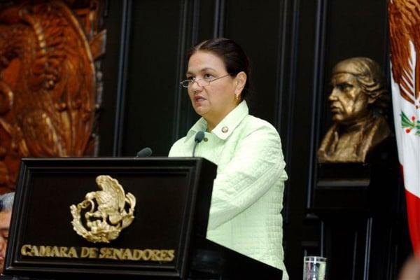 Dulce María Sauri en la cámara de senadores