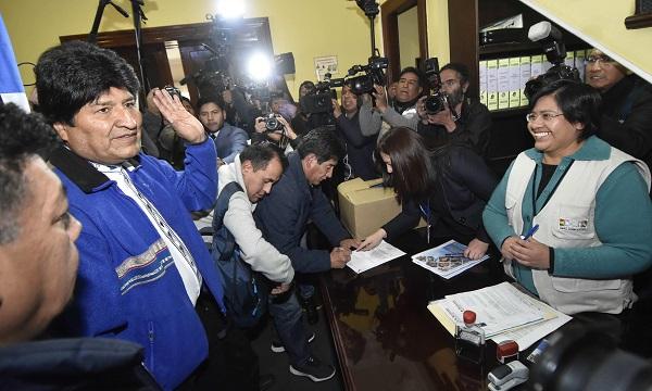 El oficialista Movimiento Al Socialismo (MAS), con Evo Morales como candidato a un cuarto periodo presidencial, y la opositora Comunidad Ciudadana (CC), se presentan con las mayores preferencias. Foto: EFE