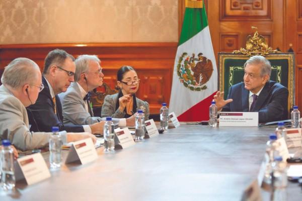 BILATERAL. El Presidente, durante su reunión con los representantes estadounidenses. Foto: Especial