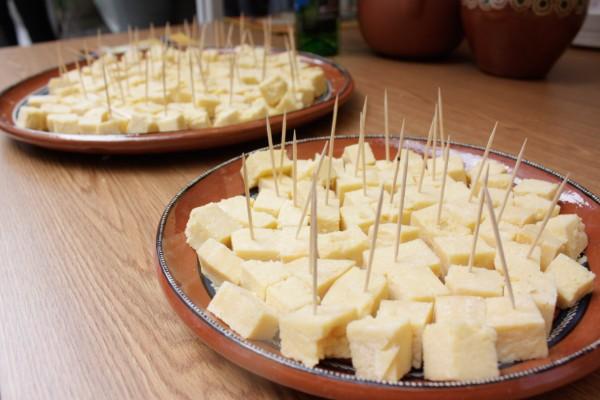 21 personas intoxicadas por queso