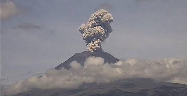 En las últimas 24 horas, los sistemas de monitoreo del volcán Popocatépetl identificaron 180 exhalaciones y 345 minutos de tremor, derivados de seis explosiones. Foto: Especial