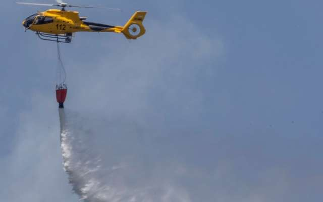 PRUEBAS. El 11 de junio se hizo una demostración de sofocación de incendio por el Día Nacional del Combatiente de Incendios Forestales. Foto: AP
