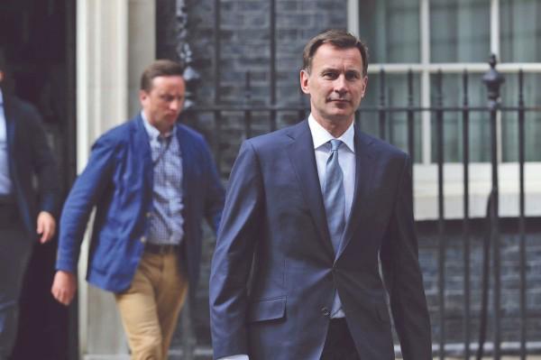 URGENCIA. El gobierno británico celebró una reunión del comité de emergencia Cobra. En la imagen, Jeremy Hunt.