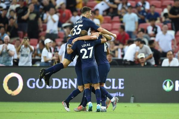 El capitán de la selección inglesa recibió un pase en corto de Lucas Moura y realizó el disparó. Foto: AFP