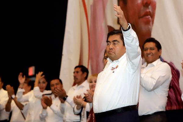 Miguel Barbosa en conferencia de prensa