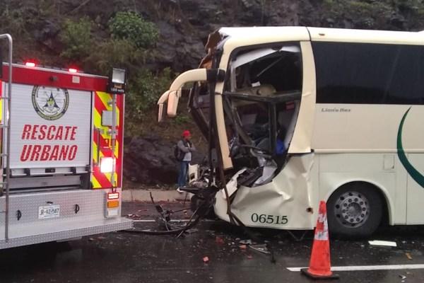 De los pasajeros lesionados, siete con heridas de leves a regulares, fueron trasladados a Ocotlán. Foto: