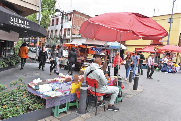 VENTAS. Los comerciantes de los tianguis están obligados a obedecer las disposiciones. Foto: Pablo Salazar.