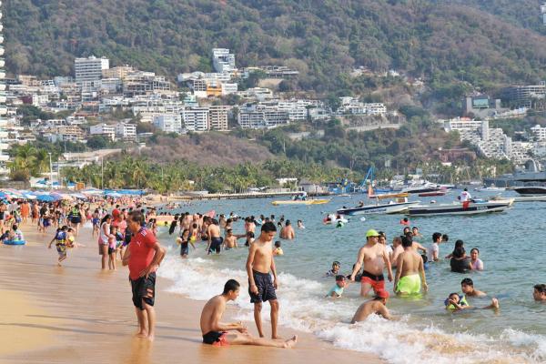 PLAYA. El puerto de Acapulco es de los consentidos. Foto: Especial.