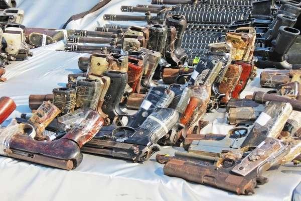 ESFUERZO. El Ejército Mexicano mantiene un operativo permanente de entrega voluntaria de armas.FOTO:CUARTOSCURO