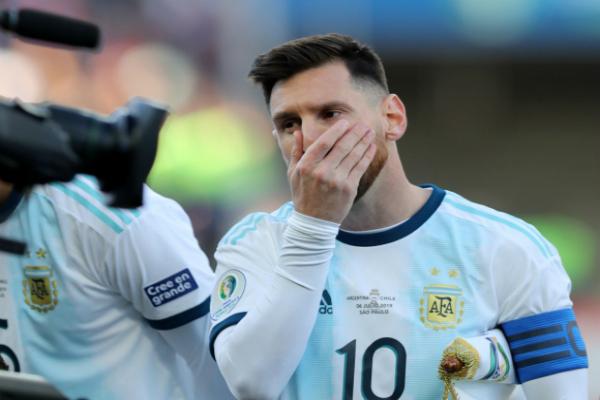 El jugador del club español Barcelona fue expulsado en el partido por el tercer lugar de la Copa América Brasil 2019, luego de una serie de empujones con el defensa de Chile, Gary Medel. Foto: Especial
