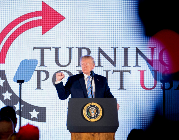 ENCUENTRO. Donald Trump estuvo ayer en la Cumbre de Acción de los Estudiantes Adolescentes 2019 en la ciudad de Washington. Foto: AP