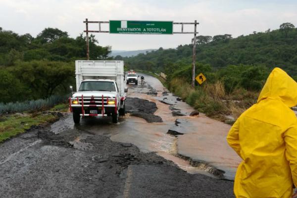 Las autoridades laboran en la zona afectada. Foto: Especial.