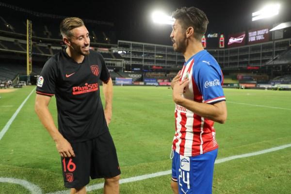 Peralta fue titular, mientras Herrera reforzó al Atleti en el segundo tiempo. Foto: Chivas