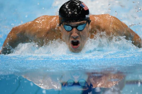 También es el más rápido en los 100 metros mariposa, con 49.82, fijado el  1 de agosto del 2009 en los Campeonatos Mundiales de Roma. Foto: Especial.