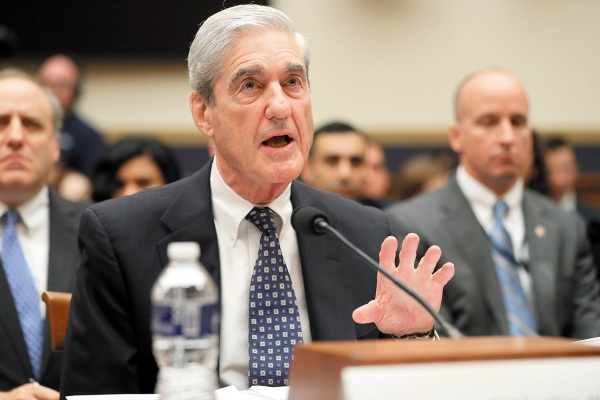 AUDIENCIA. El exasesor especial, Robert Mueller, testificó ayer ante el Congreso. Foto: AP.