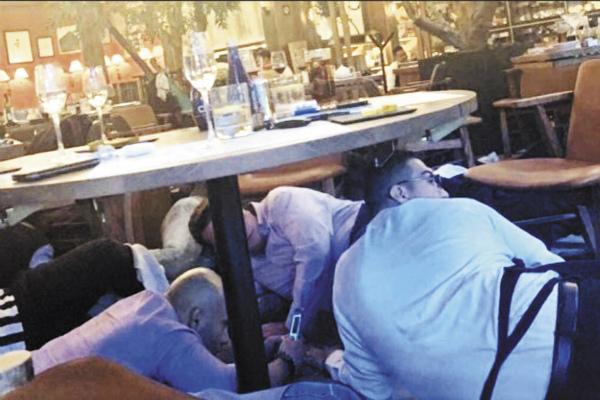 una mujer de 33 años disparó dentro de un restaurante contra su pareja. Otro comensal resultó herido y más tarde murió. Foto: Cuartoscuro.