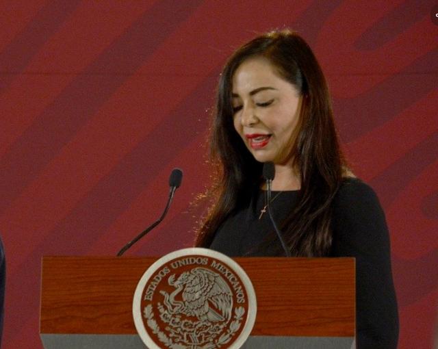 La alcaldesa muestra gratitud por la entrega de un predio. FOTO: Especial