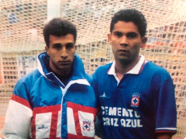 Beto Valdés y Óscar Pérez en las Fuerzas Básicas de Cruz Azul. FOTO: Especial
