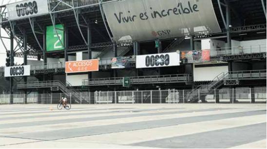 ESPACIOS. Además de los espectáculos, OCESA maneja estacionamientos de la Ciudad Deportiva.Foto: Nayeli Cruz.