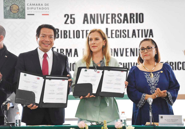 ENCUENTRO. Beatriz Gutiérrez, esposa del Presidente, pidió que el fraude electoral se erradique. Foto: Pablo Salazar Solís.