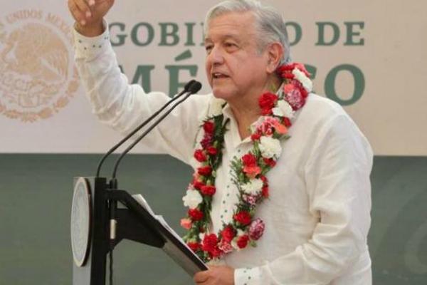 """Al inicio de su discurso, el presidente López Obrador dijo a los presentes que """"Vamos a estar a la altura de ustedes. No vamos a quedar a deber nada, vamos a cumplir todos los compromisos, para que no nos vayan a confundir con los que ya no están. Foto: Especial."""