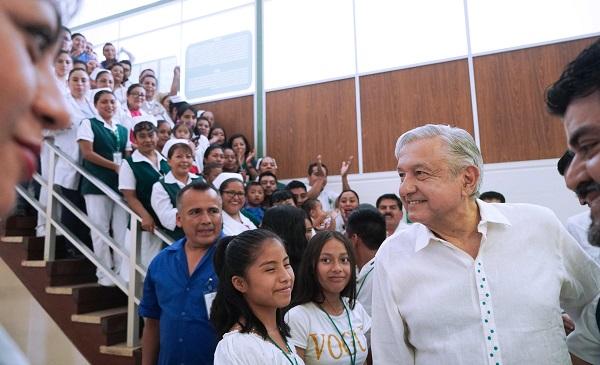 El presidente Andrés Manuel López Obrador en Diálogo con la Comunidad del Hospital Rural Bochil, Chiapas. Foto: Especial