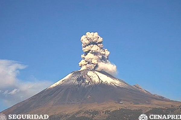 Popocatépetl_actividad_volcánica_cenizas