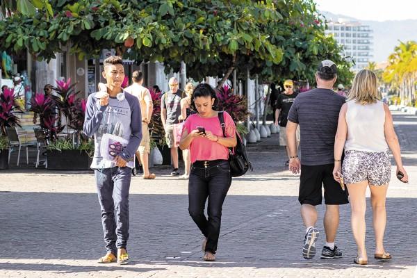 Los internautas son persuadidos de contratar algún servicio turístico y la mayoría lo hacen con su celular.Foto: Especial