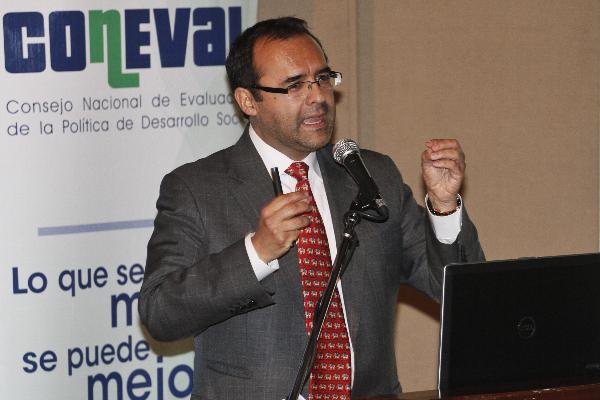 Gonzalo Hernández Licona en conferencia de prensa