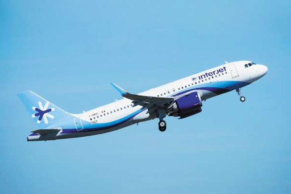 La aerolínea emitió un comunicado en el que aseguró que investigaría los dichos de sus empleadas.  Foto: Especial.