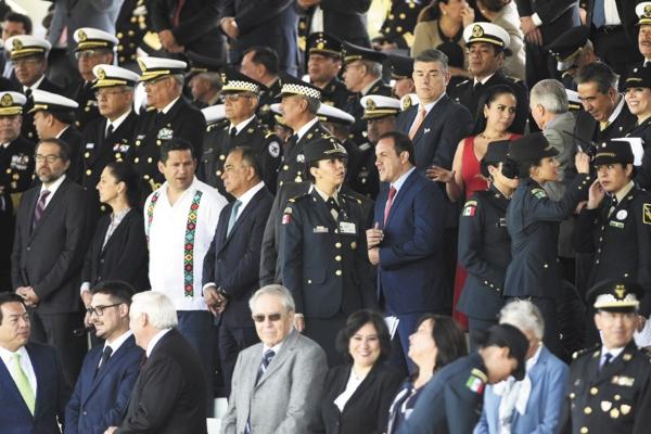 APOYO. Cuauhtémoc Blanco estuvo ayer en el Campo Marte, en el inicio de la Guardia Nacional. Foto: Especial