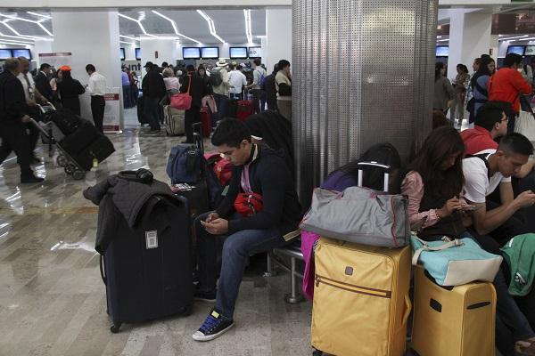 Por la demanda natural de la temporada, algunos de sus pasajeros se han visto afectados involuntariamente. Foto: Cuartoscuro