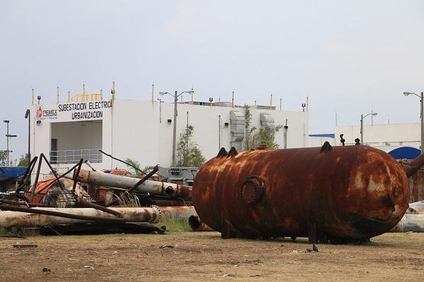 Aspectos generales del puerto marítimo Dos Bocas donde se construirá en algunos meses la nueva refinería. Se observan mucho deterioro y óxido en gran parte del complejo. Foto: Especial