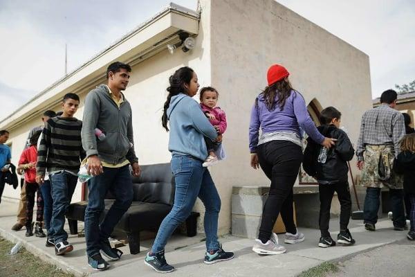 A los inmigrantes los trasladaron a las estaciones de la patrulla fronteriza de Lordsnburg y Deming para su admisión y procesamiento. Foto: Especial.
