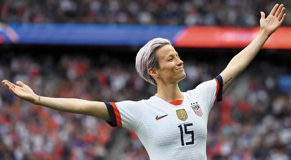 Ganadora. La delantera fue nombrada como la futbolista más destacada del Mundial que se disputó en Francia. Foto: AFP