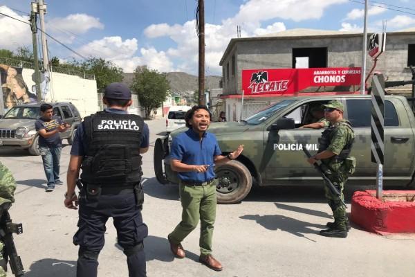 Elementos de seguridad en Saltillo detuvierona migrantes de forma violenta