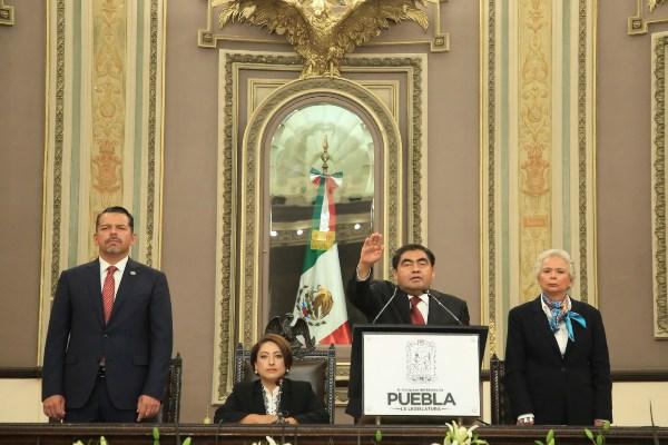 La titular de Segob acompañó a Miguel Barbosa en su toma de protesta para el periodo 2019-2024. Foto: Cuartoscuro