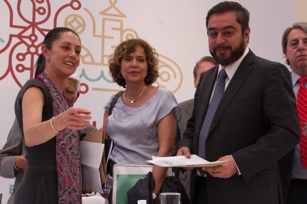 Vidal Llerenas con jefa de gobierno, Claudia Sheinbaum