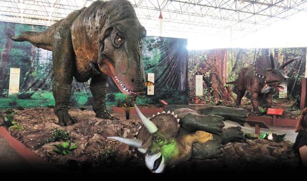 Robotic Dinosaurs se presenta en la Carpa Astros. Foto: Especial